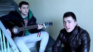 Очень классно поют парни Под гитару   Твои карие глаза mp4
