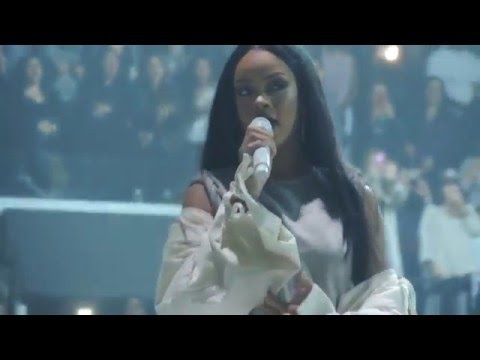 Rihanna - Love the Way You Lie, Pt. 2 (Live at Barclays Center) 3/30/16