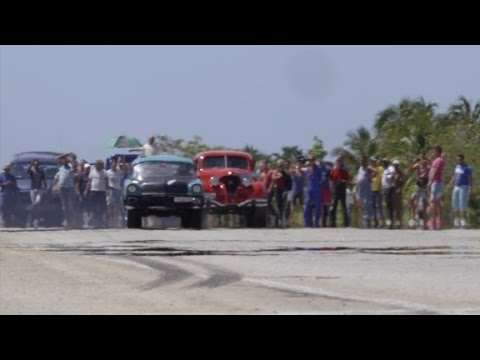 Cuba's classic cars hurdle down the highway (Anthony Bourdain Parts Unknown)