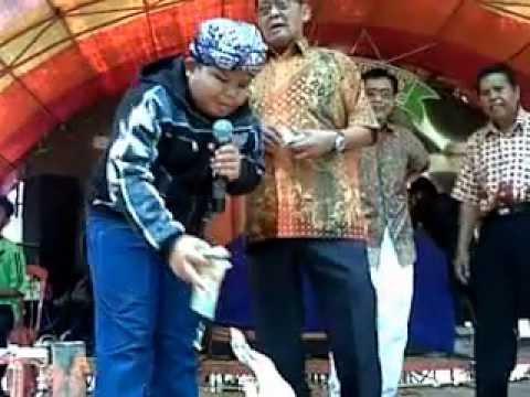 Ilham: Penyanyi sunda cilik berbakat dari Subang