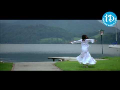 vlc record 2016 10 26 15h07m39s Bommani Geesthe Song   Bommarillu Movie, Siddharth, Genelia, Devi Sr