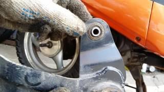 снятие заднего колеса и замена тормозных колодок на скутере