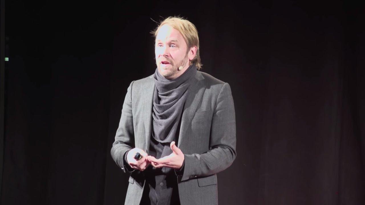 Lumentektur – die mediale Durchdringung des Realen im urbanen Raum | Thorsten Bauer | TEDxKIT