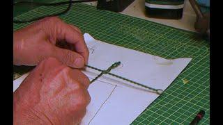 Stopmotion un modo per fissare saldamente i fili metallici nell'armatura di un pupazzo