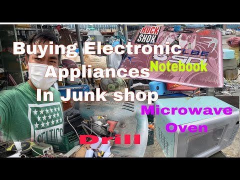 Buying Electronic appliances in a junk shop