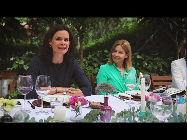 Una comida con Mujeres