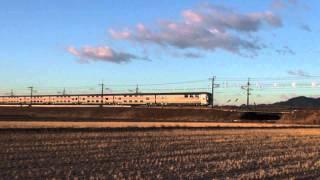 """2011.12.30 朝日を受けて、車体が""""ギラリ""""と輝いて通過する、東北本線(上り)EF510けん引の寝台特急「カシオペア」と「北斗星」です。 Location:片岡-蒲須坂 ..."""