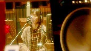 女優・松岡茉優が、槇原敬之の名曲「どんなときも。」 を歌うWEB動画の...