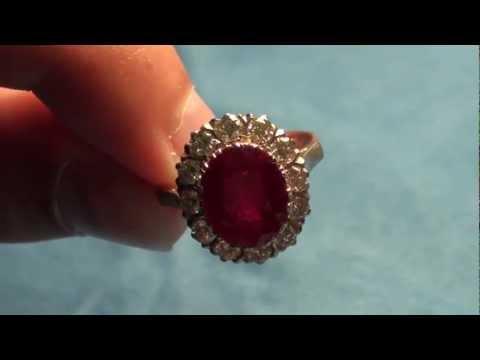 Золотое кольцо с натуральным рубином и 12 бриллиантами