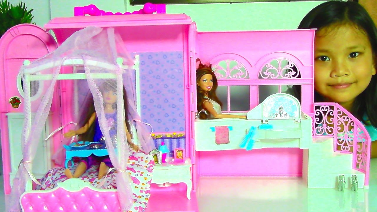 Best Barbie Dolls And Toys : Samantha glamour handbag bed and suite playset with barbie