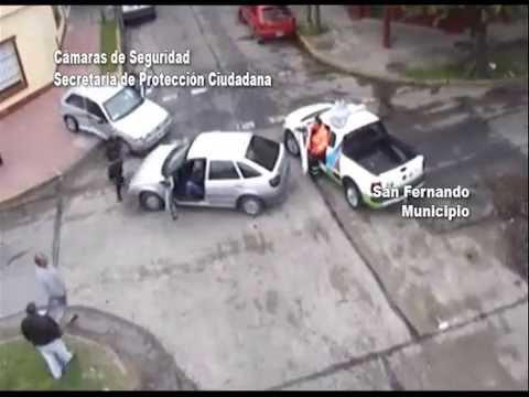 San Fernando: espectacular choque de dos autos en Carlos Casares y Besares