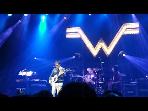 Weezer - Pink Triangle (Live @Centre Bell, Montréal, Canada)