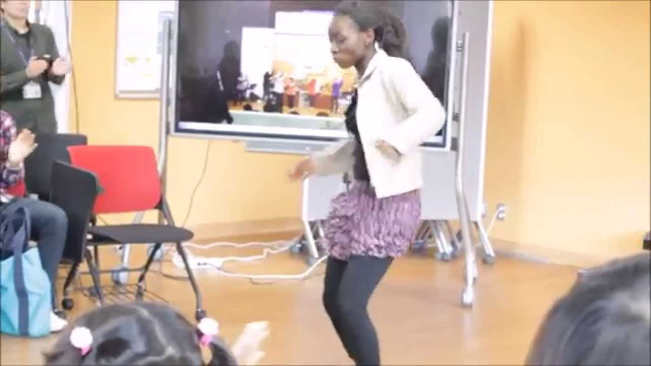 Nigerian girl,crazy dance!!