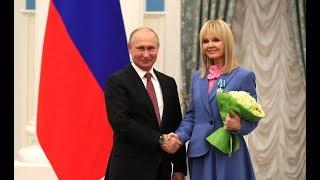 Владимир Путин вручил Валерии Орден Дружбы