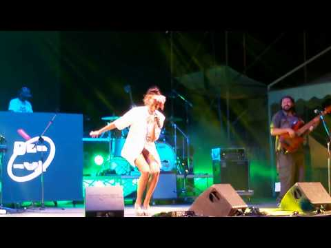 Nina Zilli - Mi Hai Fatto Fare Tardi (Live @ Riccione 05/08/2017)
