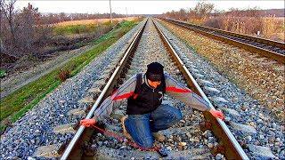 ✅Как зарядить телефон от ж/д рельс. Замер напряжения на железной дороге