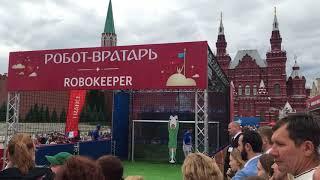 Робот-Вратарь Robo Keeper Красная Площадь в дни Чемпионата Мира Москва