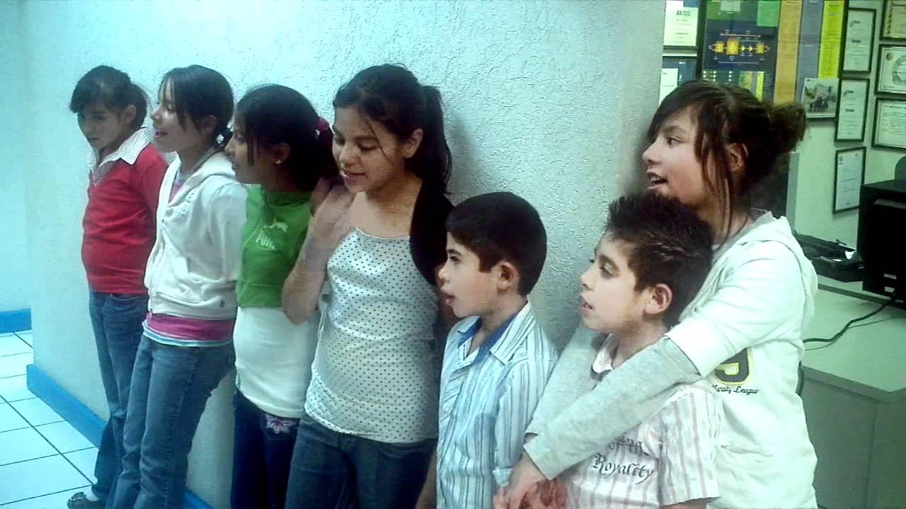 Niños de la Casa Hogar Lirios del Valle - YouTube