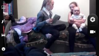 Вот так моя сестра учит уроки