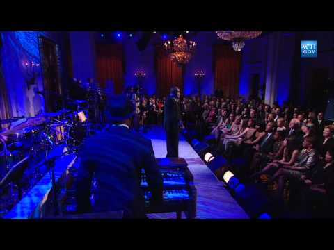 "Sam Moore Performs ""When Something Is Wrong with My Baby"" 