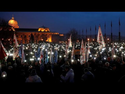 Hungarians protest 'slave law' in Budapest