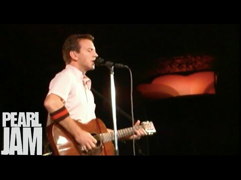 Thumbing My Way - Live At The Showbox - Pearl Jam
