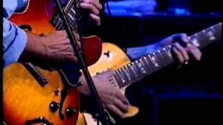 "Larry Carlton w/ Robben Ford - ""Encore Blues"" - Live Performance in Tokyo, Japan"