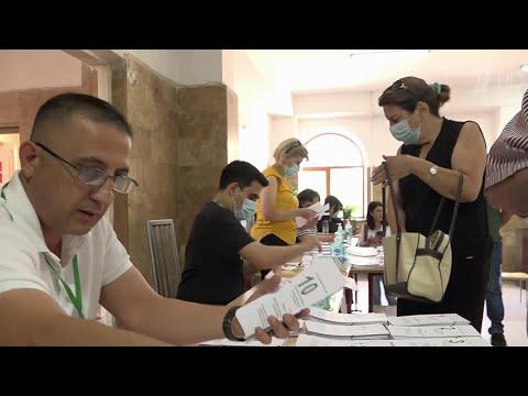 Российские наблюдатели на внеочередных парламентских выборах в Армении нарушений не зафиксировали.