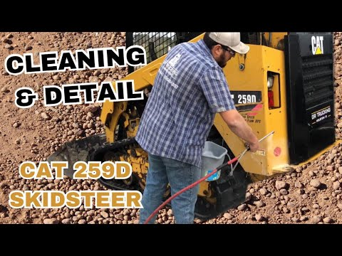 Cat 259d skidsteer detailed cleaning and removing dirt, mud from tracks