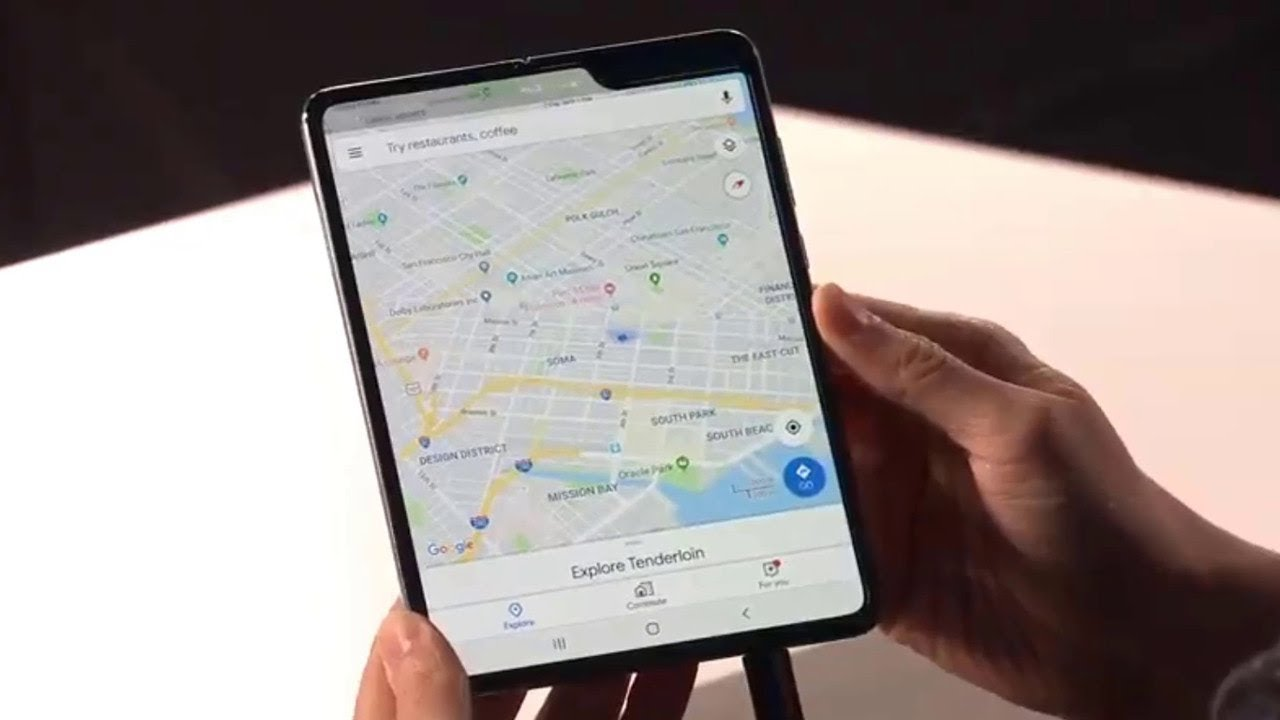 Ngumpet-ngumpet Pakai iPhone, Duta Samsung Rusia Dituntut hingga Rp 23 M