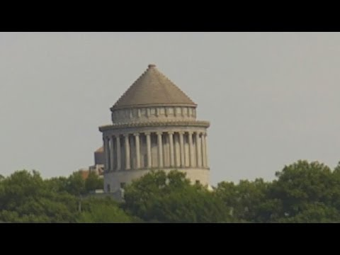 General Ulysses S  Grant's Tomb In New York   Seen From Tour Boat on Hudson River