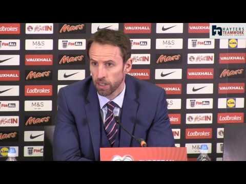 Southgate urges Defoe to remain in the Premier League
