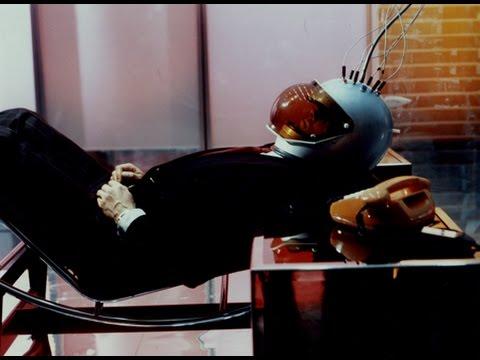 ライナー・ヴェルナー・ファスビンダー監督が手掛けた、多層世界が登場するSFサスペンス!映画『あやつり糸の世界』予告編