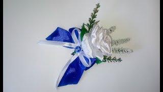 Бутоньерка жениху на свадьбу из лент и декоративных цветов