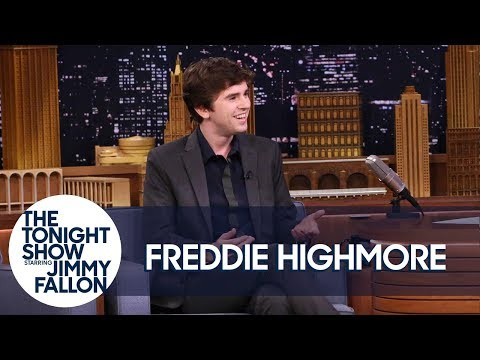 Freddie Highmore Chased an NBC Universal Studio Tour Dressed as Norman Bates