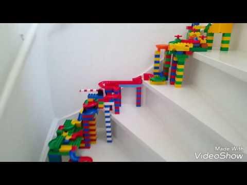 Marble run on stairs! Watch it! Hubelino duplo lego knikkerbaan opde trap.