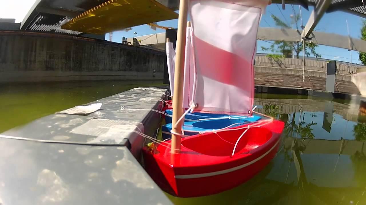 un port flottant pour amarrer son bateau au large youtube. Black Bedroom Furniture Sets. Home Design Ideas