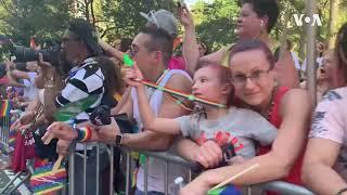 纽约同性恋骄傲大游行规模空前