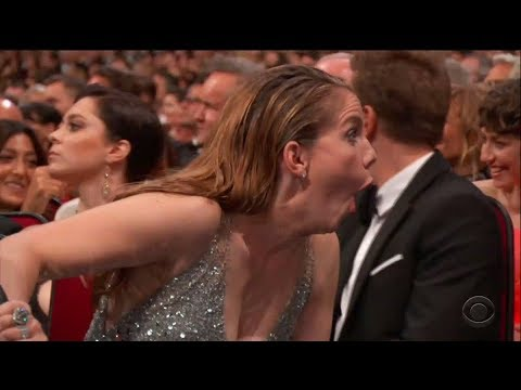 Emmys 2017 | Veep's Anna Chlumsky Shines in Silver at Emmys 2017