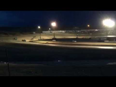 9/3/2016 Gillette Thunder Speedway heat race (outside)