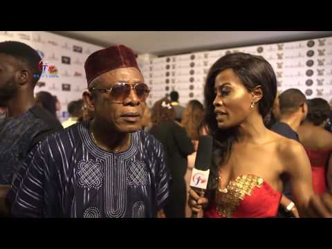 FLYTIMETV :  AMAA  2017 CARPET MOMENTS WITH LAURA