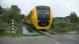 afscheidsrit DM '90 komt toeterend door Veendam//last ride DM '90 Veendam.