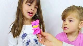 LAURINHA BRINCADO DE MÉDICA COM JOGO DA OPERAÇÃO - PRETEND PLAY DOCTOR WITH TOY