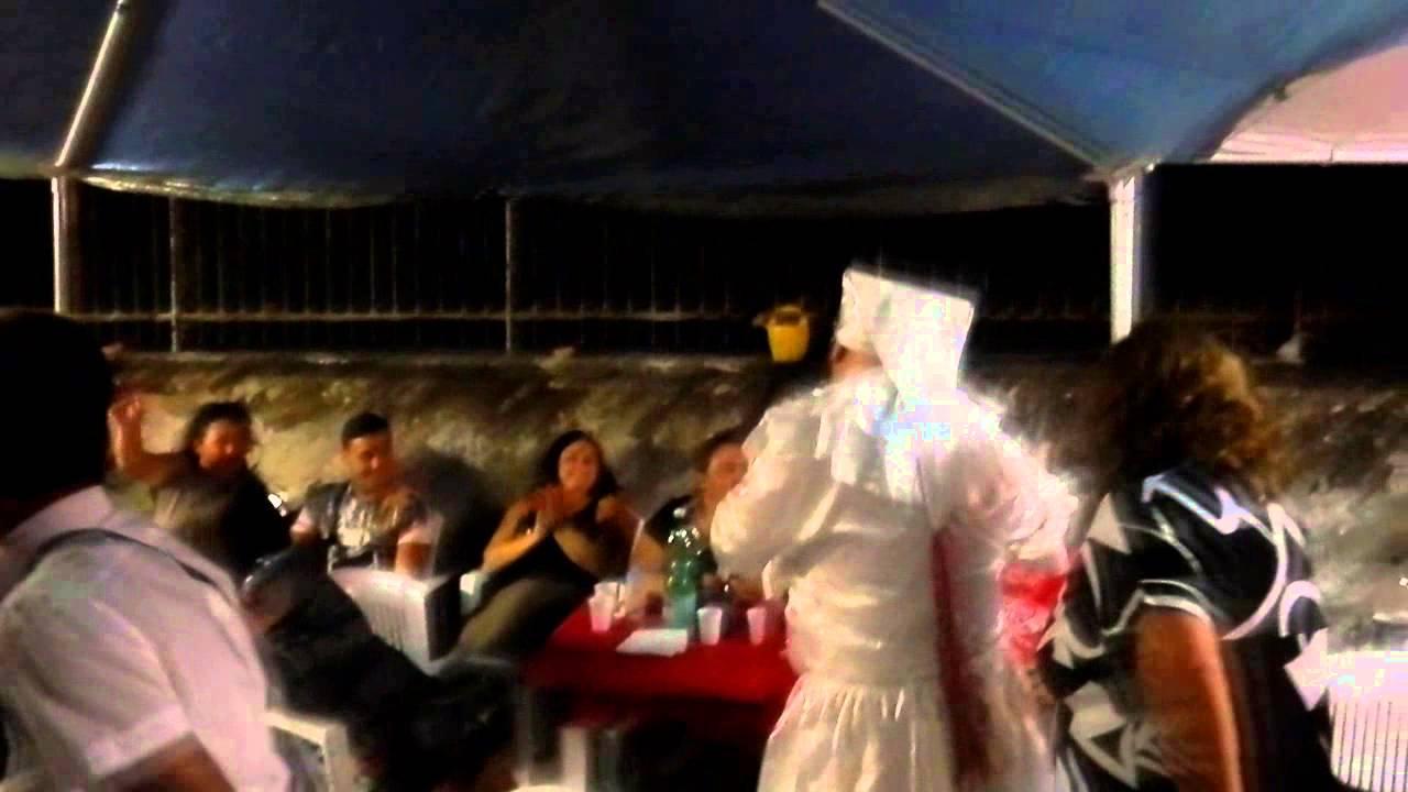 Auguri Matrimonio In Napoletano : Pulcinella napoletano festa di anniversario di matrimonio youtube