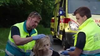 Vrouw heeft hoofdwonde na val van fiets | Helden van Hier: Door het Vuur