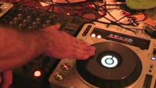 Can you scratch with a CDJ turntable?