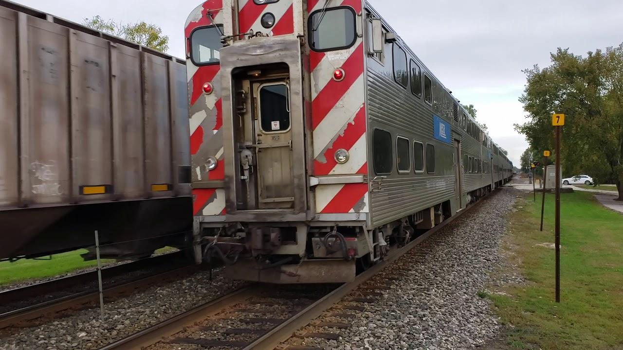 Metra 84 meets SB Candan Paffica fright train at lake forest
