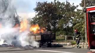 Trailers with hay on fire / Pozar przyczep z sianem