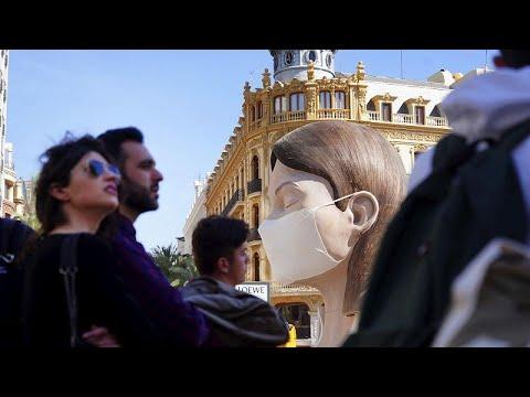 Coronavirus: Valencia ferma la festa tradizionale delle Fallas