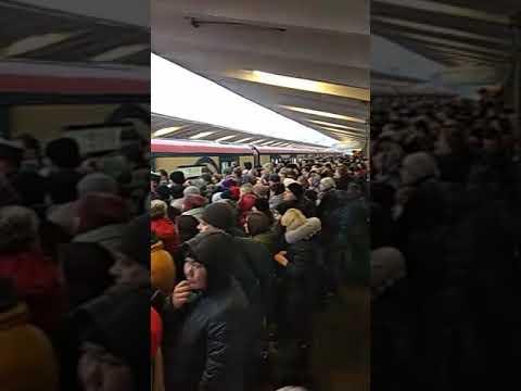 Москва станция метро Выхино 8:15 утра. Фиолетовая ветка 7